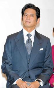 「SUITS/スーツ2」主演の織田裕二。鈴木保奈美との息の合ったやり取りも大きな魅力だ