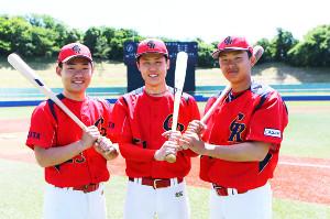 現在はゴールデンリバースでプレーする金足農出身の(左から)菊地亮、斎藤、大友