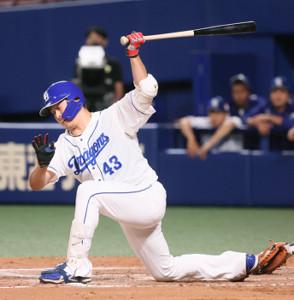 延長10回2死満塁、投手の三ツ間が代打で出場も、空振り三振に倒れゲームセット(カメラ・馬場 秀則)