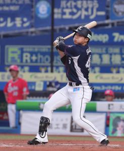 3回無死三塁、先制の左犠飛を放つ鈴木将平