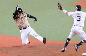 3回2死一塁、打者・中島卓也のとき、二塁盗塁を決めた清宮幸太郎