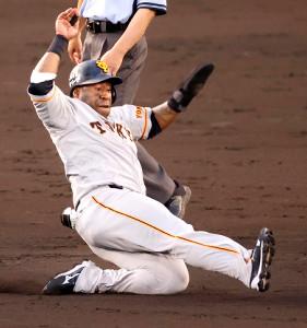 4回1死一塁、盗塁を決めるウィーラー(カメラ・石田 順平)