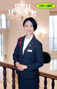 「大好きなシャンデリア、赤いじゅうたん…夢夢しいデザイン、世界観はここしかない」と宝塚ホテルを紹介する支配人・憧花ゆりのさん