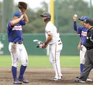 8回2死一塁、左中間へ二塁打を放った菊田拡和(カメラ・竜田 卓)