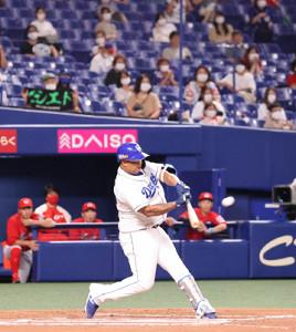 10日の中日―広島戦延長10回、ダヤン・ビシエドがサヨナラソロ本塁打を左中間に放つ(ナゴヤドーム)