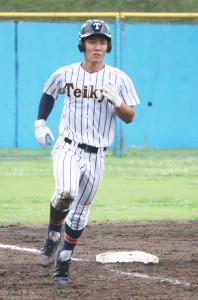 5回に2ランを放った帝京・小松涼馬二塁手