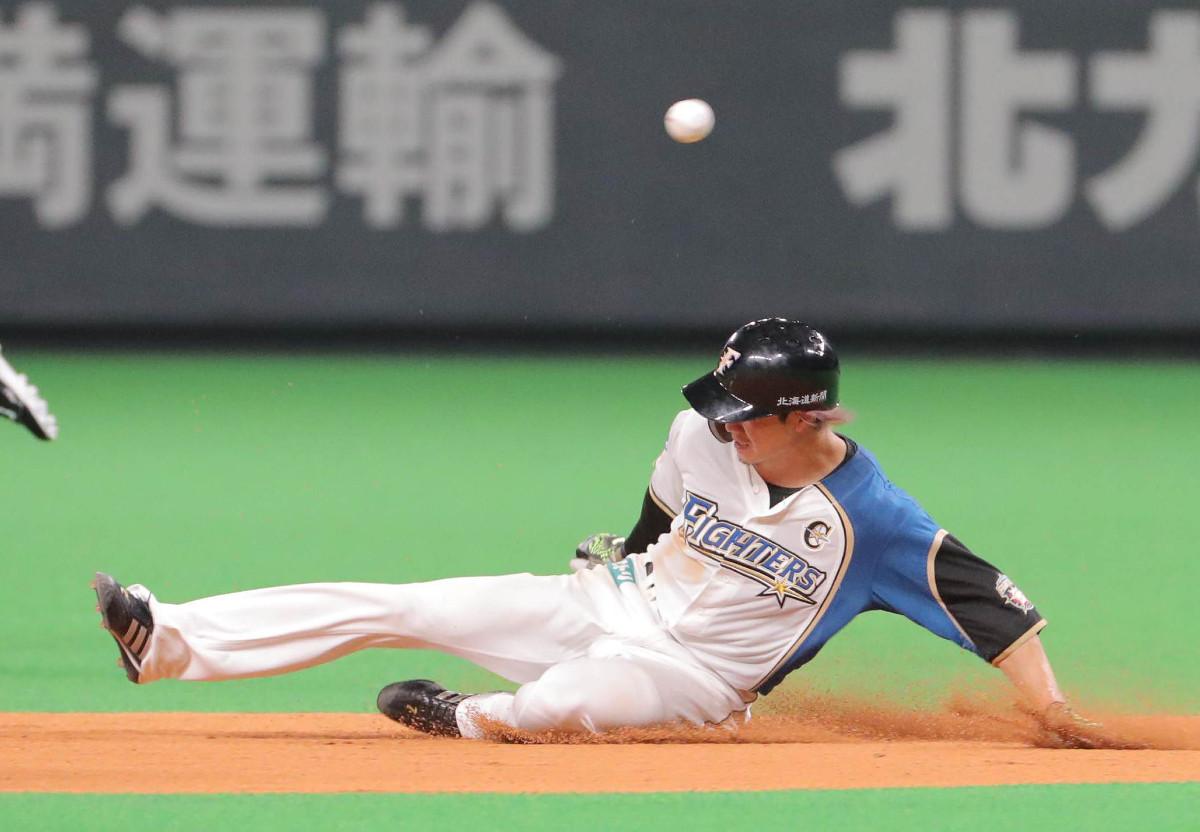 1回無死一塁、大田泰示の三振の間に二塁盗塁に成功した西川遥輝は通算250盗塁を達成した