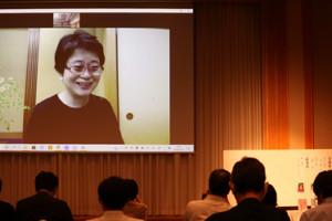 直木賞の選考委員を代表してオンライン会見に登場。馳星周さんの「圧勝」だったことを明かした宮部みゆきさん