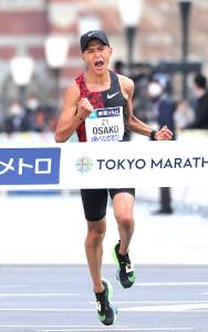 3月、東京マラソンで2時間5分29秒の日本新記録でゴールした大迫