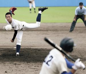 帽子が飛ぶほどの力投を見せた静岡商・高田