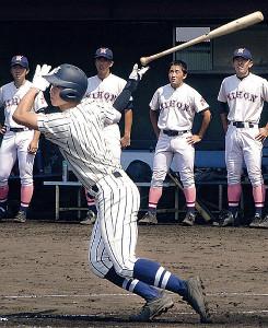 1番に起用され、木製バットで本塁打を放った東海大相模・山村
