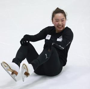 練習で転倒するも笑顔の樋口新葉(代表撮影)