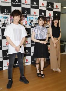 オンラインライブ会見に臨んだ(左から)伊藤昌弘、西尾夕香、志崎樺音