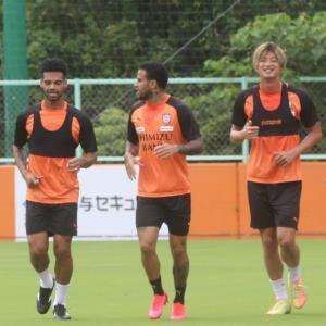 ランニングする(左から)清水DFバウド、FWカルリーニョスジュニオ、DF立田悠悟