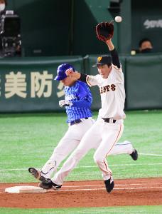 5回無死一塁、柴田の一ゴロでカバーに入るも送球がそれてしまった戸郷