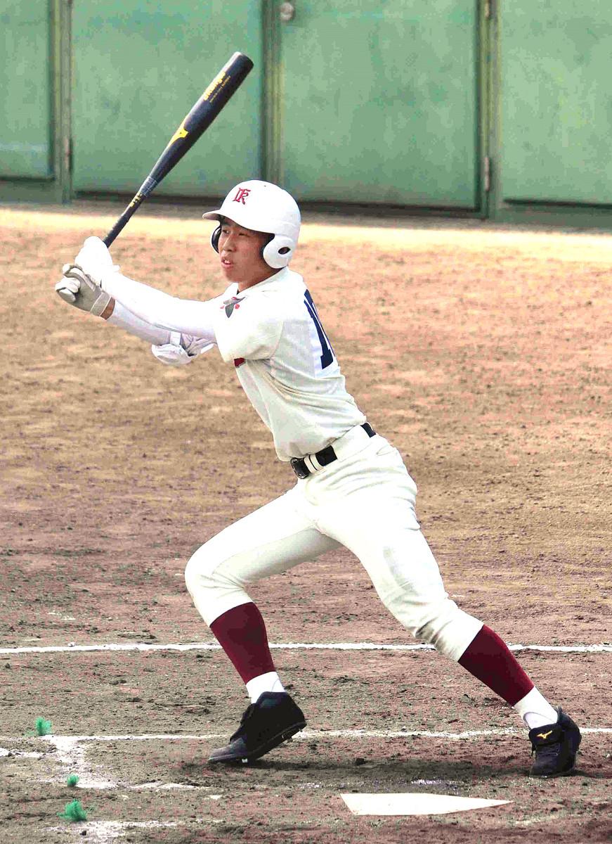 8回の代打で左前安打を放った伊香の隼瀬一樹