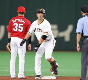 3回2死二塁、中島宏之が右中間適時二塁打