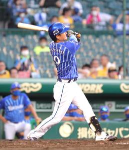 4回2死、大和は追加点となる左越えソロ本塁打を放つ(カメラ・義村 治子)