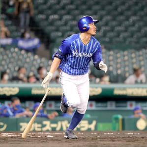 7回無死、梶谷隆幸は追加点となる中越えソロ本塁打を放つ(カメラ・義村 治子)
