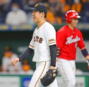 2回無死満塁、西川龍馬に右前適時打を浴びた桜井俊貴(右は坂倉将吾)