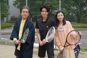 テニスサークルの先輩を演じた磯村勇斗(中央)(C)日本テレビ