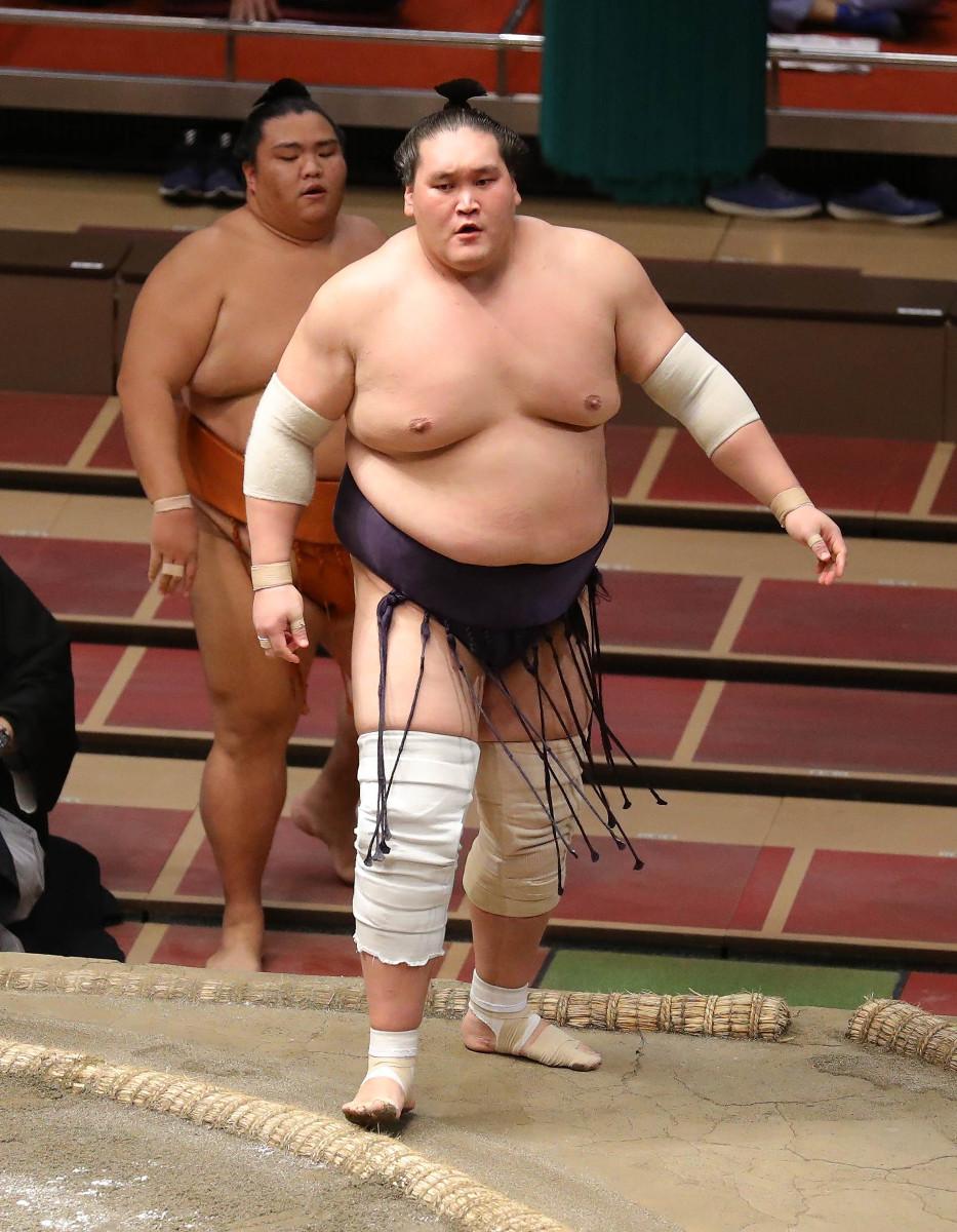 御嶽海を寄り切り で下し優勝した照ノ富士(カメラ・頓所美代子)