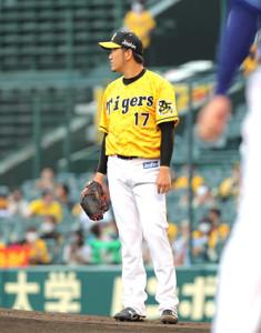 1回無死、梶谷隆幸に左中間へ先頭打者本塁打を打たれた岩貞祐太