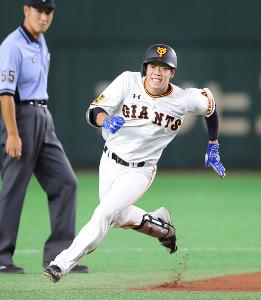 8回2死、松原聖弥が右三塁打(カメラ・相川 和寛)