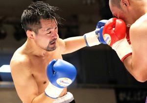 """わずか9か月で日本チャンピオンになるという型破りな挑戦に臨んだ36歳の""""崖っ縁ボクサー""""米澤氏(カメラ・小田 振一郎)"""