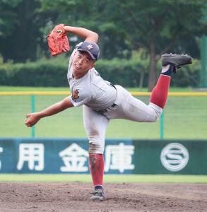 力強い投球フォームで社打線を完封した西脇工・東田健臣(カメラ・菅原 美沙)