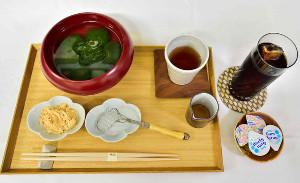 藤井棋聖が注文した「本生わらび餅」とアイスコーヒー(日本将棋連盟提供)