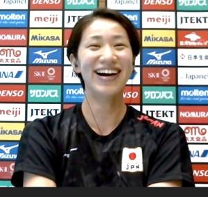 オンラインで取材に応じたバレー女子日本代表の長岡望悠2度左膝負傷乗り越え代表復帰
