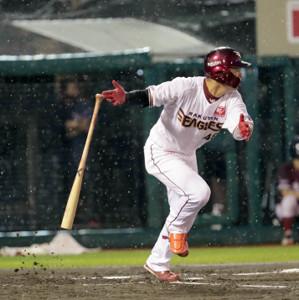2回1死二塁、左中間に先制の適時二塁打を放つ渡辺佳明