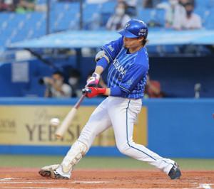 1回2死、1号満塁本塁打を放った倉本寿彦