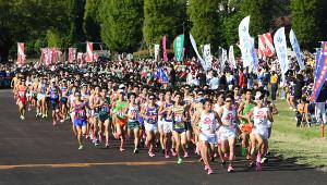 昨年の箱根駅伝予選会で力走する各大学の選手たち