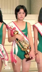 90年に「第4回全日本国民的美少女コンテスト」でグランプリを受賞した小田茜