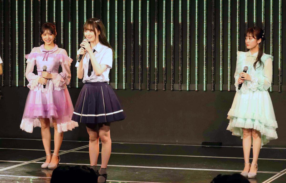 「難波鉄砲隊其之九」メンバーを選ぶ中間発表の(左から)2位・横野すみれ、1位・山本望叶、3位・川上千尋