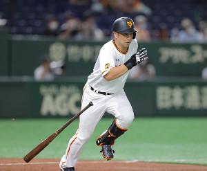 2回2死一塁、中島宏之が右前に安打を放つ