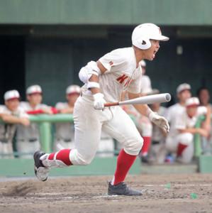 7回2死二塁、意地の右前打を放った春日部共栄の平尾柊翔