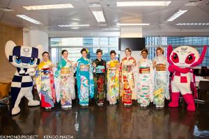 世界各国を表現する着物に身を包んだモデルたち((C)KIMONO PROJECT KENGO MAEDA)