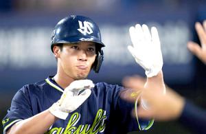 3回1死二塁、青木宣親の適時二塁打で生還した山田哲人