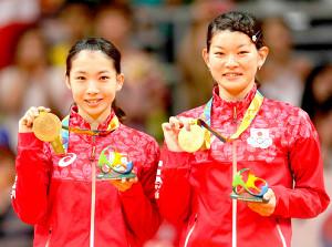 16年のリオ五輪、バドミントン女子ダブルスで金メダルに輝いた高橋礼華(右)、松友美佐紀ペア