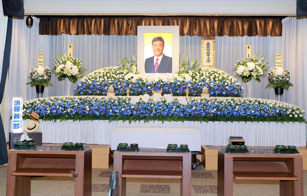元芸能リポーター・須藤甚一郎さんの通夜に100人参列 鳩山由紀夫元首相からは弔電