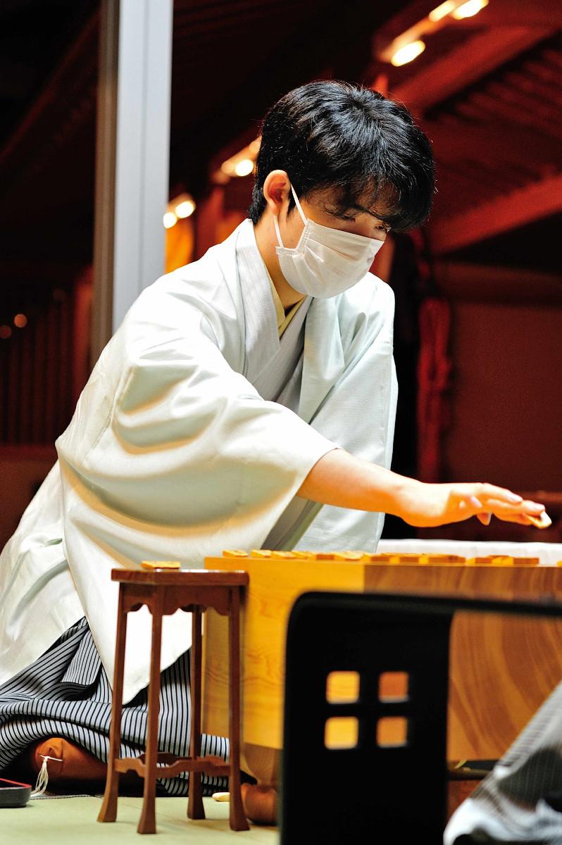 棋聖、王位の2冠を達成した藤井聡太