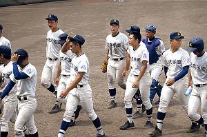監督のもとで野球ができてよかった―。西東京制覇を惜しくも逃した佼成学園ナインだったが指揮官に感謝した