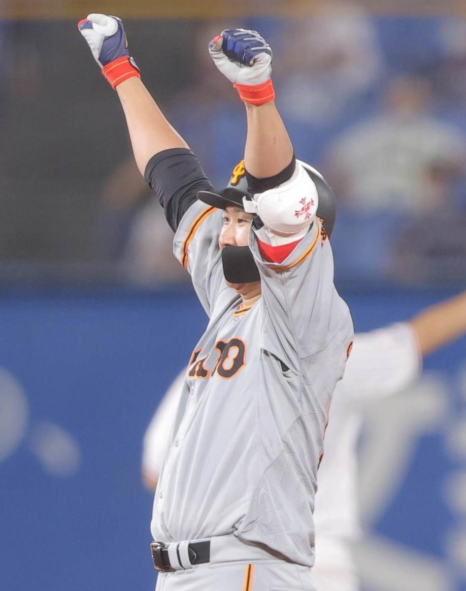 【巨人】菅野智之が走者一掃の適時二塁打 バットで自身を援護