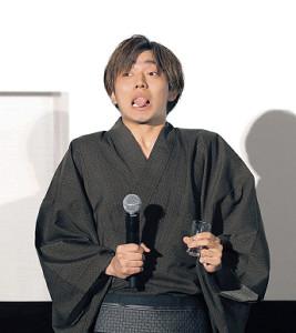 罰ゲームでセンブリ茶を飲み、もん絶する永瀬廉(カメラ・森田 俊弥)