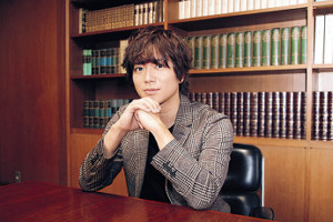芸能活動との両立で高校活動を満喫できなかったという加藤シゲアキは「青春をもう一度小説で体験している」と語った