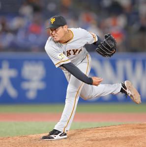 4回から3番手でマウンドに上がった桜井俊貴(カメラ・中島 傑)