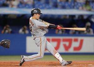 9回1死一塁、左前安打を放つ増田大輝(カメラ・中島 傑)